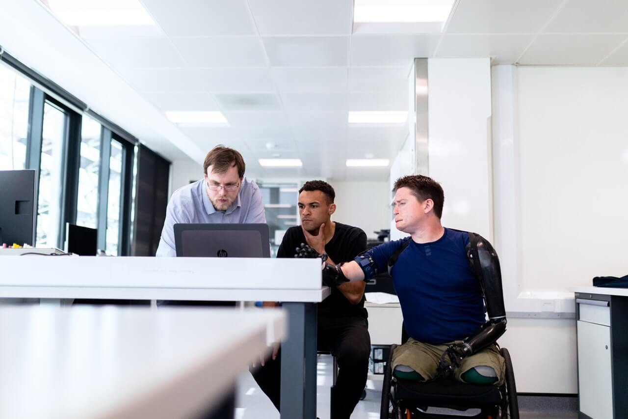 Pracownicy niepełnosprawni są potrzebni na rynku pracy. Sprawdź, dlaczego warto zatrudnić osobę z orzeczeniem i jak to zrobić 4